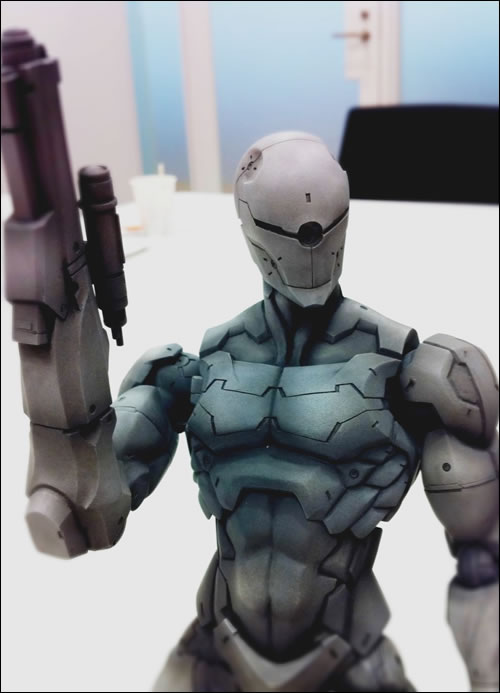 Ninja Gray Fox en Figurine