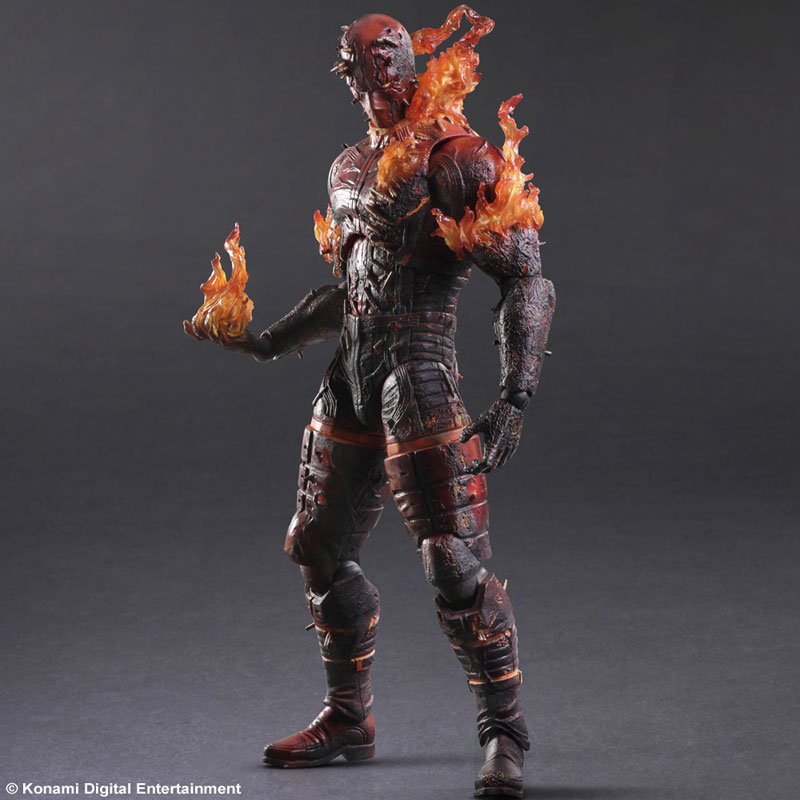 La figurine Play Arts Kai du Man on Fire, le démon en flamme, datée en images